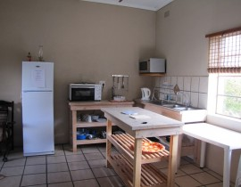 Chalet Kitchen Copy 270x210 Cederberg Cottages